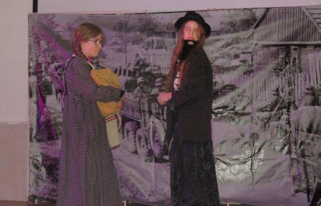 """אלטרנטיבה למופעי חנוכה היקרים: הצגה של תלמידות עם צרכים מיוחדים יחד עם תלמידות מבית ספר """"רגיל"""" בעלות של 5 שקלים."""
