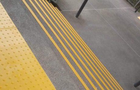 מדבקות נגד החלקה – הפתרון הפשוט והנוח למניעת החלקה במדרגות