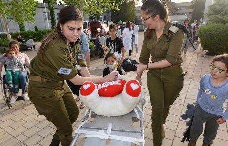 """700 ילדים והורים הגיעו לאירוע """"בית חולים לדובים"""" בשיתוף חיל הרפואה"""