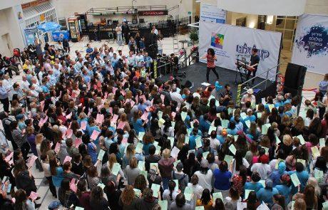 אור גדול בשניידר: רופאים, הילדים המטופלים ובני משפחותיהם באירוע קולולם