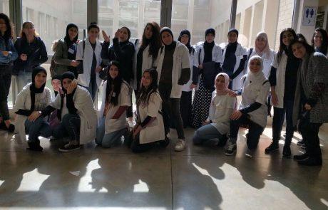 רופאות העתיד: הנערות מטייבה שלומדות רפואה כבר בתיכון