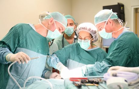 לראשונה: ניתוח אנדוסקופי לכריתת בלוטת התריס ללא חתך בצוואר