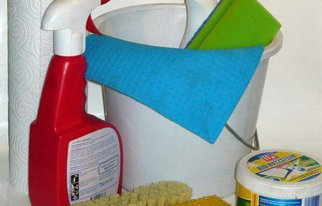 """פסח נקי מפציעות -מדריך מד""""א לניקיון פסח בטוח וזהיר"""