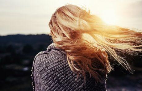 נשירת שיער ומניעת התקרחות – איך באמת עושים את זה עם שיטות שעובדות
