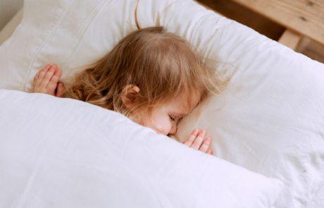 שמיכת כובד: איך זה משפיע על השינה?