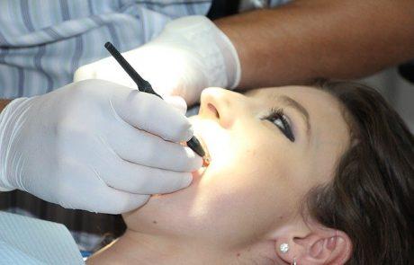 פושטת רגל פוטרה בקורונה והתחננה להשתלת שיניים יקרה. המנהל המיוחד התנגד. השופטת קבעה: בריאות קודמת לחוב
